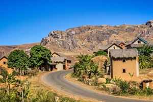 Small-rural-village-in-central-plateau-in-Madagascar.jpg