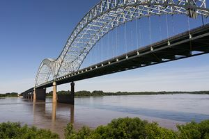 Memphis---The-Mississippi-River-flows-under-the-Hernando-de-Soto-Bridge-looking-towards-Arkansas-.jpg