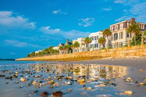 Battery-Park-in-the-historic-waterfront-area-of-Charleston,-South-Carolina,-USA.jpg