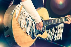 Woman-guitarist-in-the-country-band-.jpg