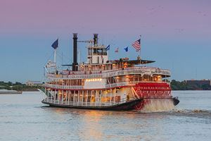 New-Orleans-paddle-steamer-in-Mississippi-river-in-New-Orleans,-Louisiana-.jpg