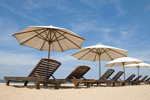 Bali-sanur-beach-chairs-ist.jpg