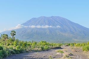 The-conical-volcano-of-Gunung-Agung-in-Bali.jpg