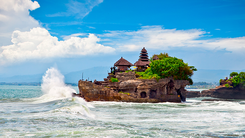 The-Tanah-Lot-Temple,-the-most-important-hindu-temple-of-Bali.jpg