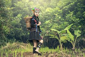 Karens-girl-with-traditional-clothes-.jpg