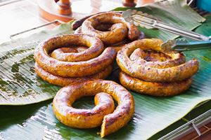 northern-thai-spicy-sausage-(Sai-Aua)-on-the-grill-.jpg
