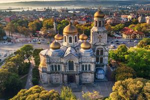 cathedral-of-the-assumption-in-varna.jpg