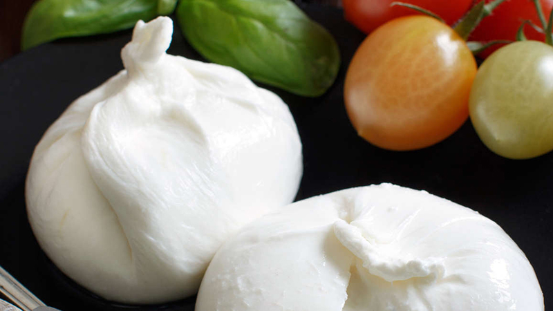 cream-stuffed-mozarella-burrata-pul.jpg