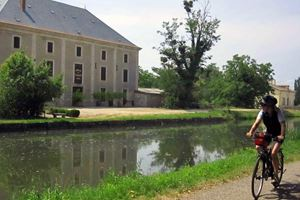 a-canal-de-garonne-old-warehouse.jpg
