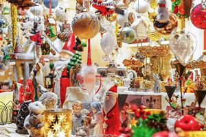 chance-to-buy-christmas-decorations-in-vilnius-on-our-christmas-departure.jpg