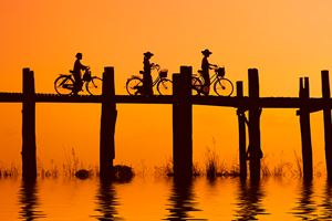 bikers-on-the-ubein-bridge-with-sunset-2972884.jpg