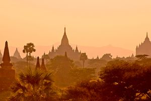stock-photo-sunset-in-myanmar-bagan-9749677.jpg