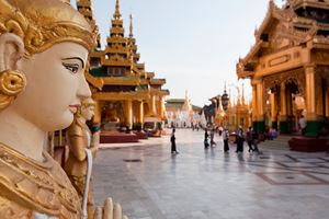 The-biggest-Buddhist-temple-Schwedagon-pagoda.jpg