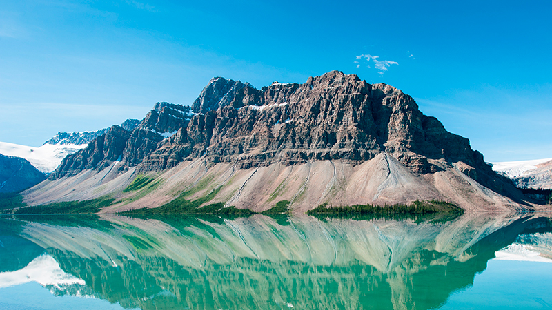 Bow-Lake-in-Banff-National-Park,-Canada.jpg