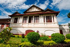 Laos-Architecture,-ancient-design-on-building-in-Luang-prabang.jpg
