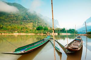 local-Long-tail-boat-in-mekong-river.jpg