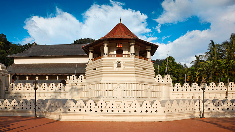 Very-important-Buddhist-shrine---Temple-of-the-Tooth.jpg
