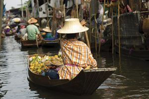 Floating-marked-thailand-IST.jpg