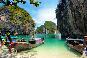 Long-tailed-boats-in-Thailand.jpg