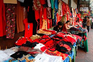 Vendors-selling-clothes-for-the-Chinese-Lunar-New-Year-in-Bangkok-Chinatown.jpg