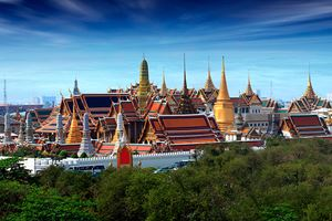 Wat-pra-kaew-Grand-palace-at-dustt,Bangkok.jpg