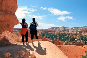 Hikers-looking-at-landscape-in-Bryce-Canyon-national-park,-Utah.jpg