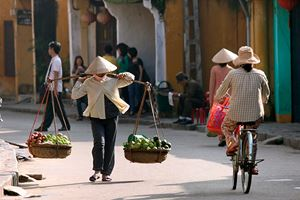 Life-of-vietnamese-vendor-in-Hoi-An1.jpg