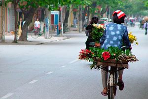 Street-vendor-of-Hanoi.jpg