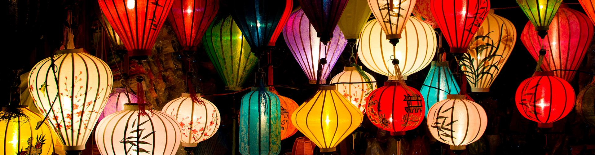 Handcrafted-lamp-in-ancient-town-Hoi-An.jpg