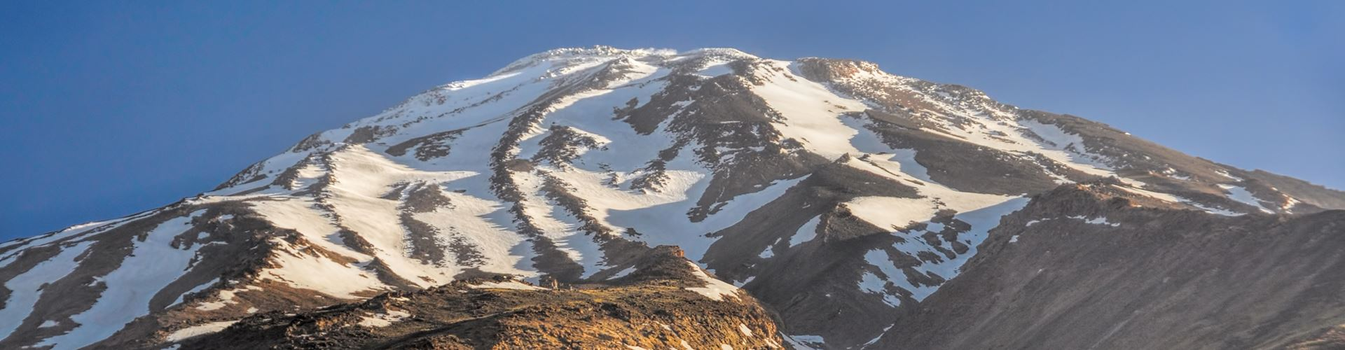 Majestic-volcano-Damavand,-highest-peak-in-Iran.jpg