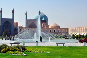Beautiful-Esfahan-mosque,-Iran,-on-Naqsh-i-Jahan-Square.jpg