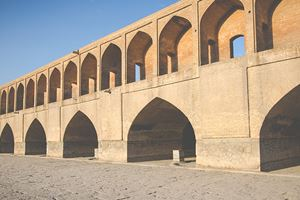 Si-o-Seh-Pol,-also-called-the-Bridge-of-33-Arches,-Isfahan,-Iran.jpg