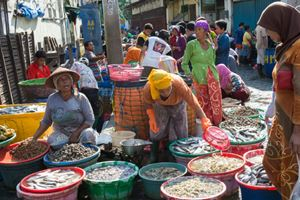 Traditional-Fish-Market-in-old-district-Pabean,-Surabaya.jpg